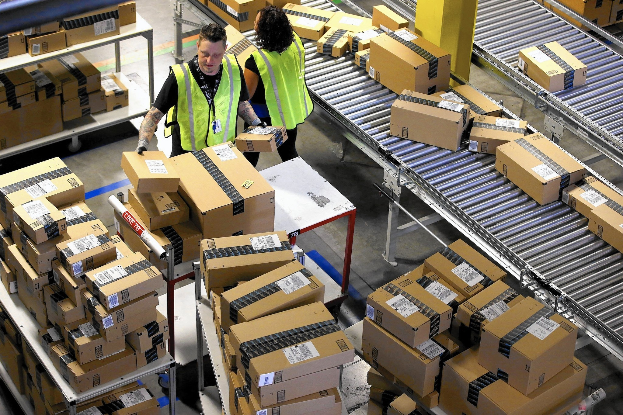 amazon plans fifth warehouse in the inland empire la times. Black Bedroom Furniture Sets. Home Design Ideas