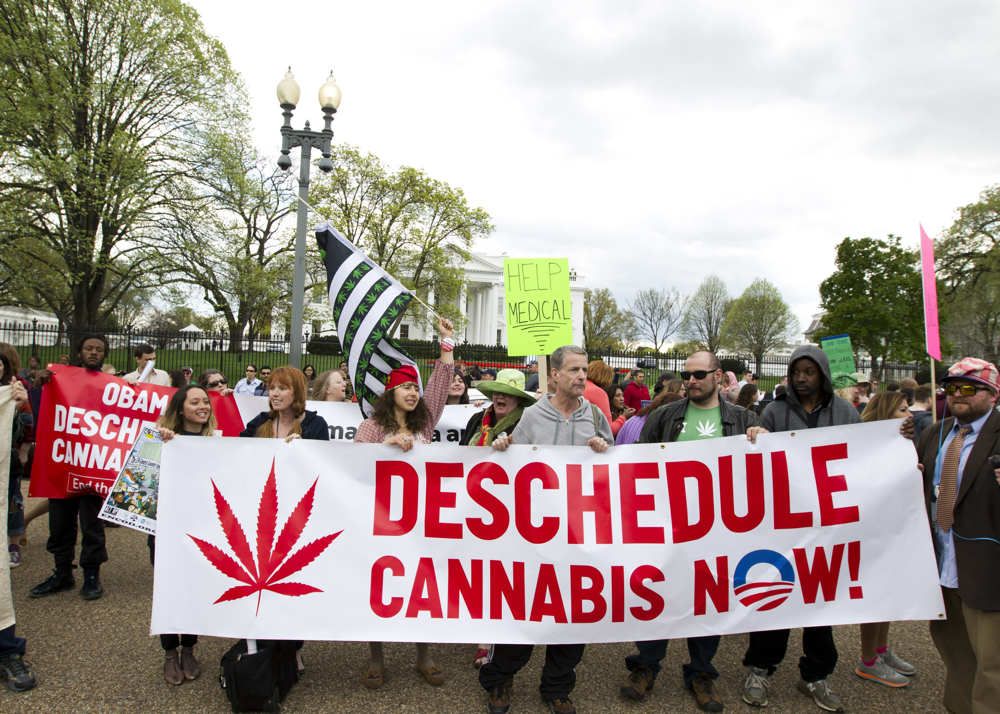 Pot activists smoke outside the White House; no arrests made