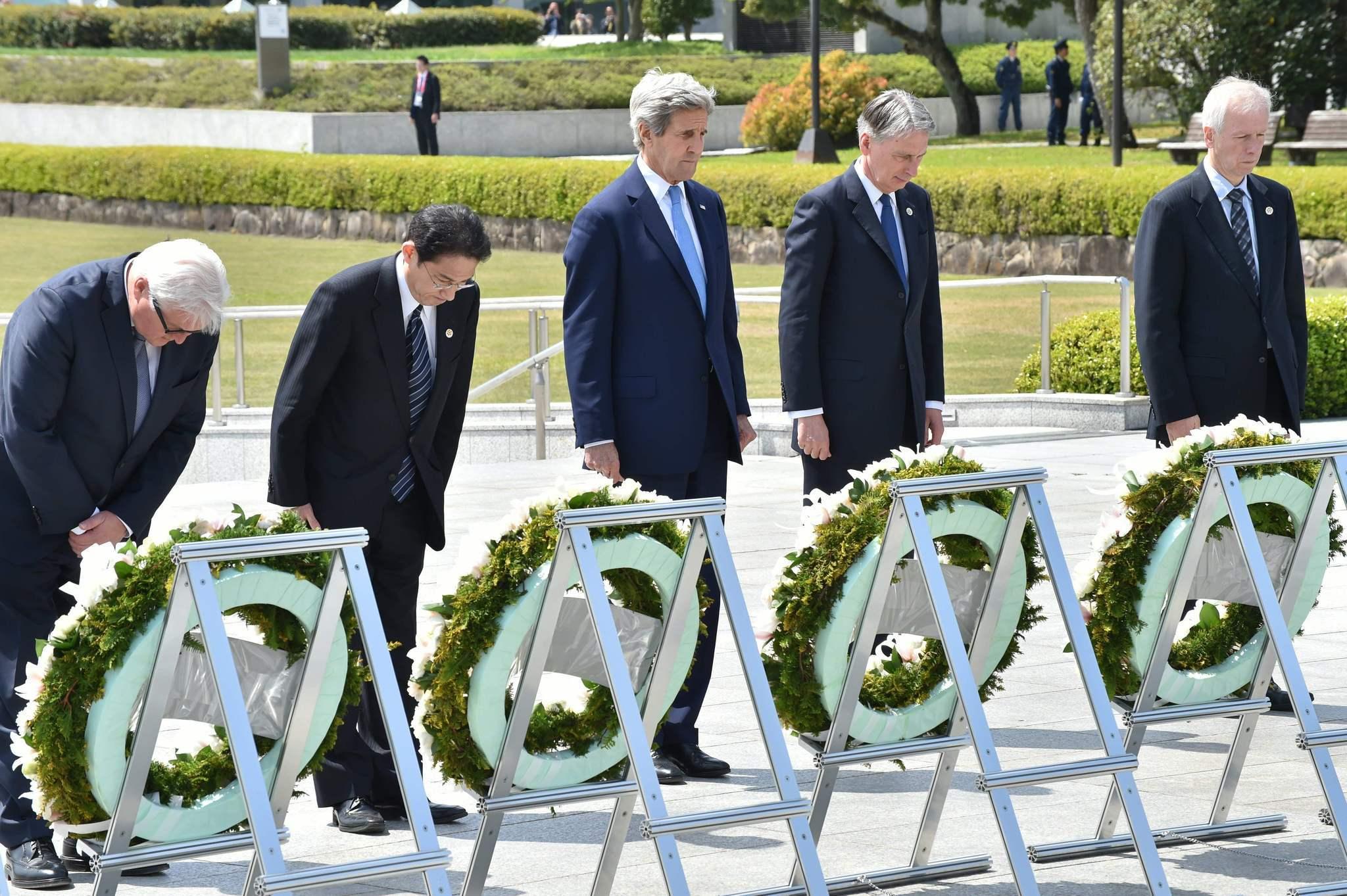 Kerry visits Hiroshima memorial 7 decades after A-bomb