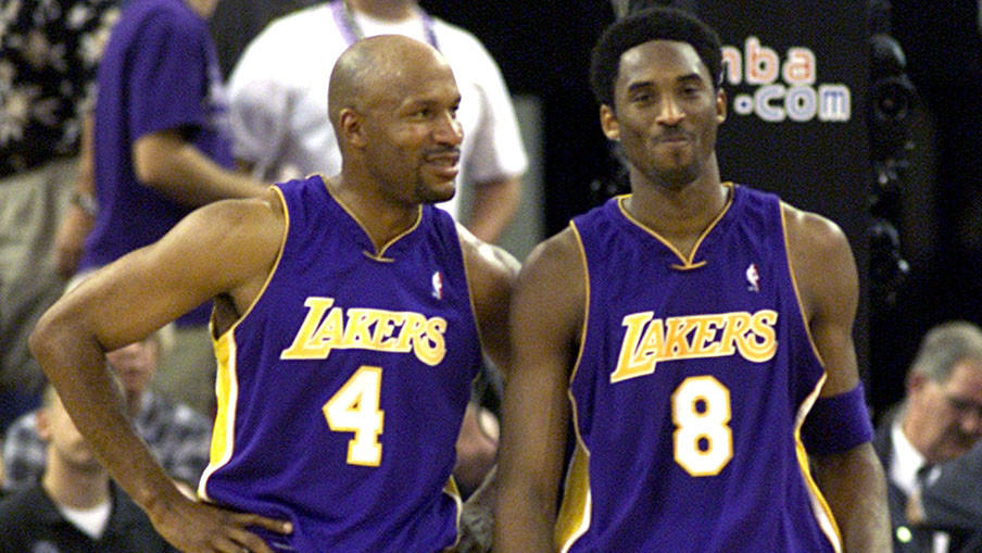 Ron Harper and Kobe share a moment during Game 4 of the Western Conference semifinals game in 2001.
