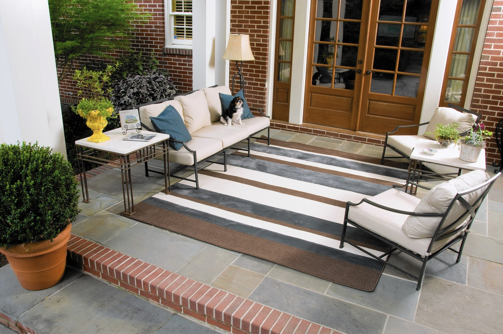 You Can Take That Rug Outside: Todayu0027s Carpets Give Plush Look To Outdoor  Spaces   Hartford Courant