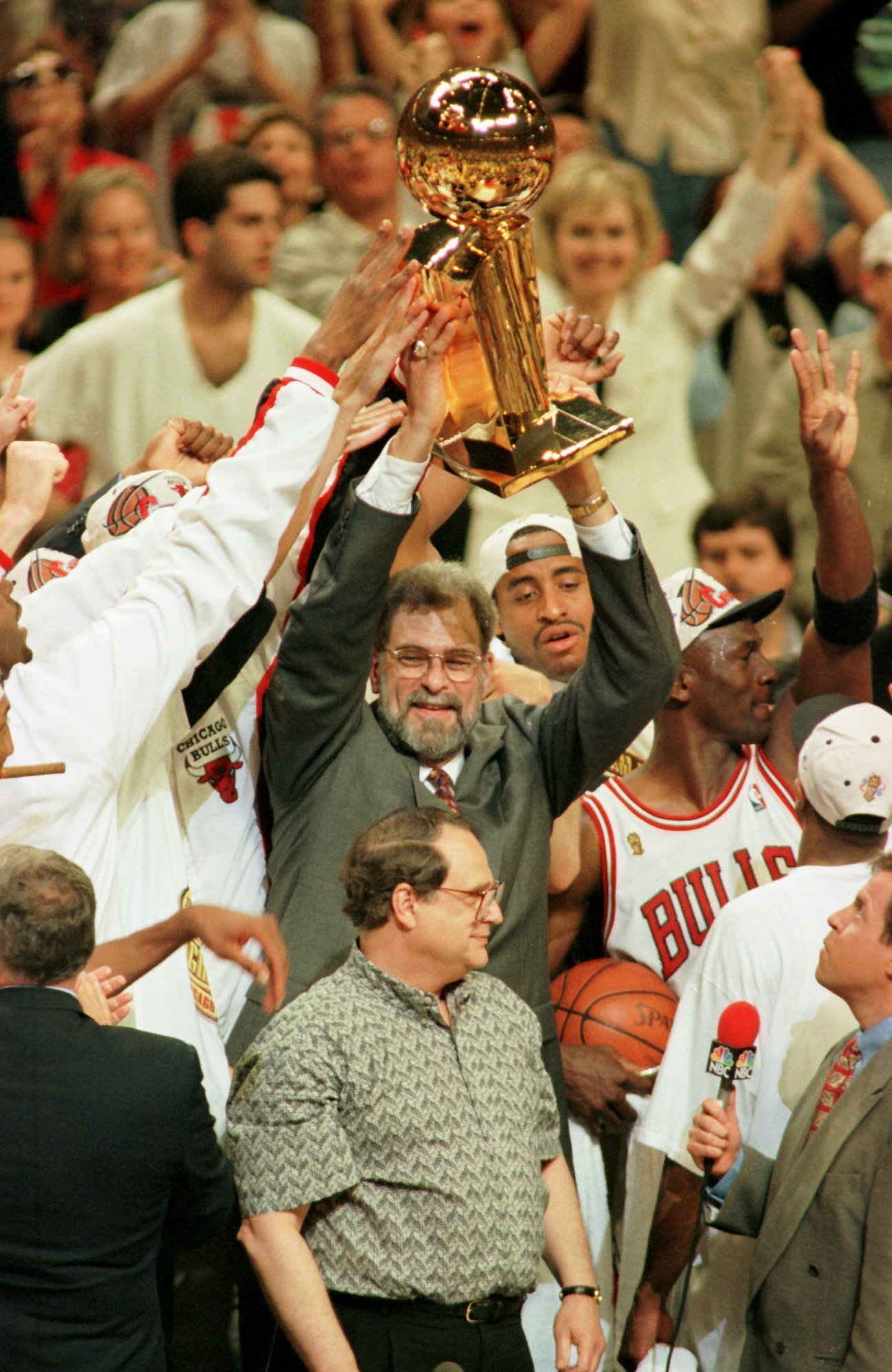 April 21 1996 Bulls Finish Season With All Time Best 72 10 Record