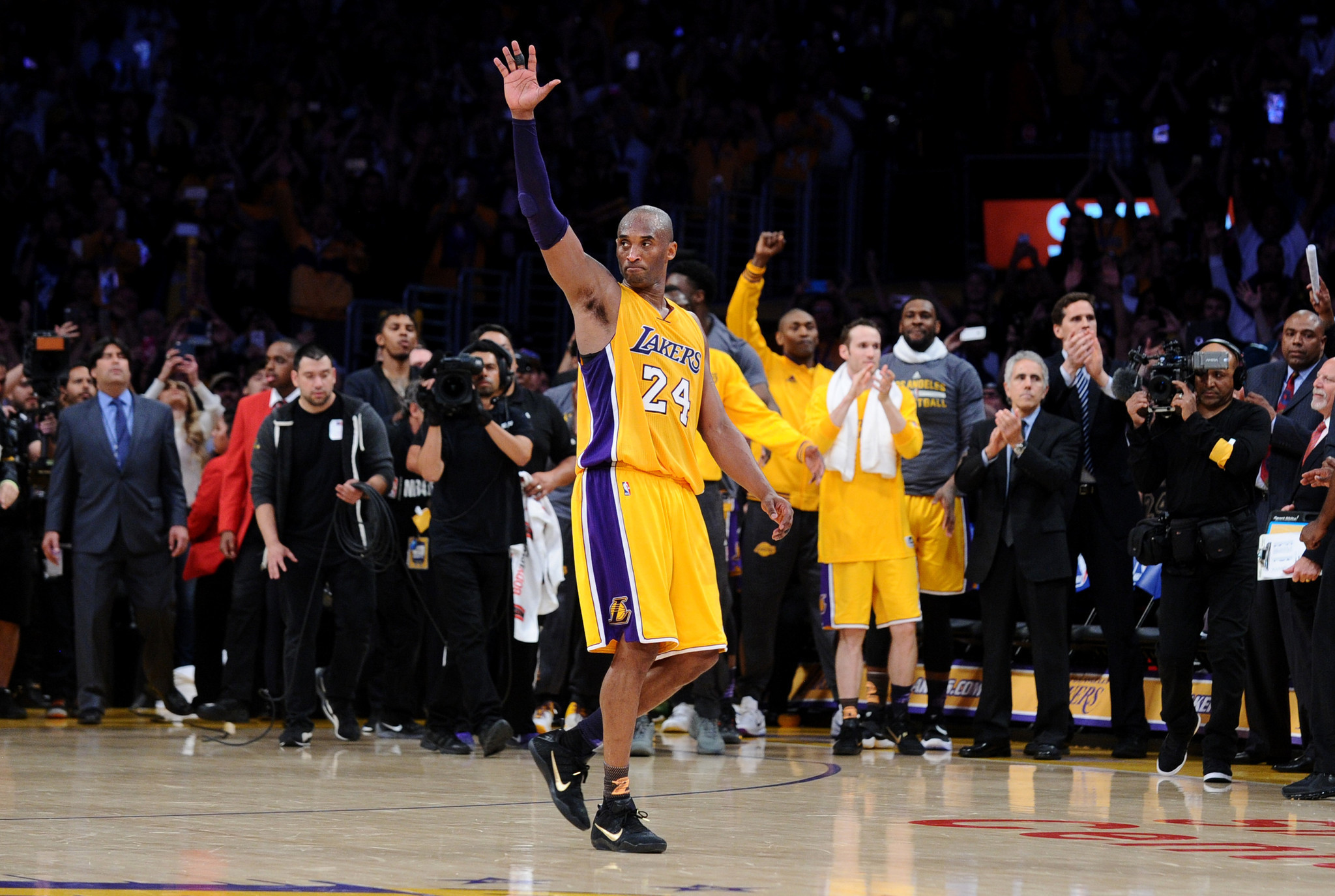 Kobe Bryant's last game: A Hollywood ending for a Los ...