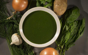 Spinach soup with basil and dill