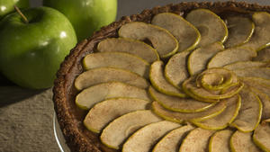 Date-apple tart