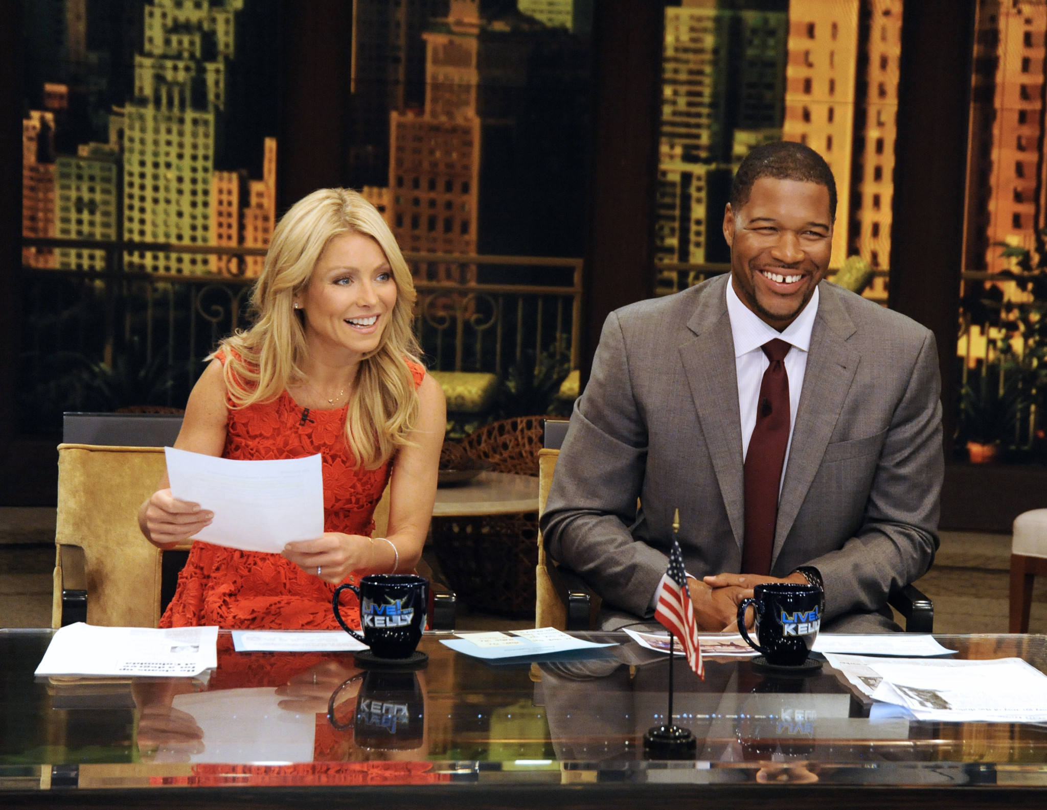 michael strahan leaving 39 live 39 to join abc 39 s 39 good morning. Black Bedroom Furniture Sets. Home Design Ideas