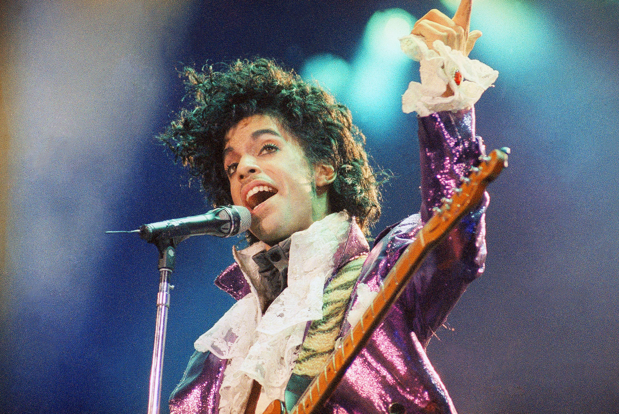 Prince performs at the Forum in Inglewood on Feb. 18, 1985. (Liu Heung Shing / Associated Press)