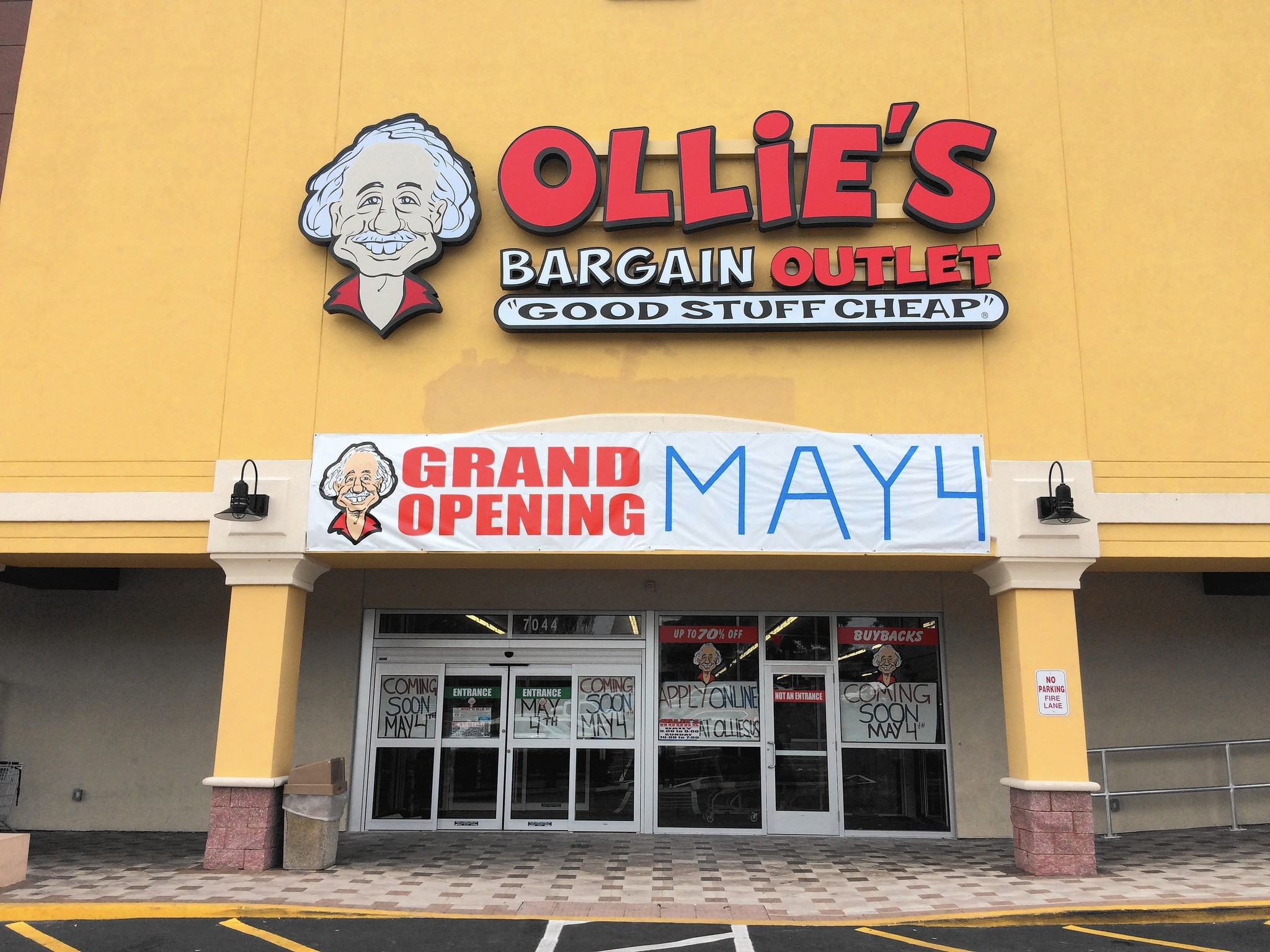 Ollie 39 s bringing bargain finding store to orlando for Outlet colonial