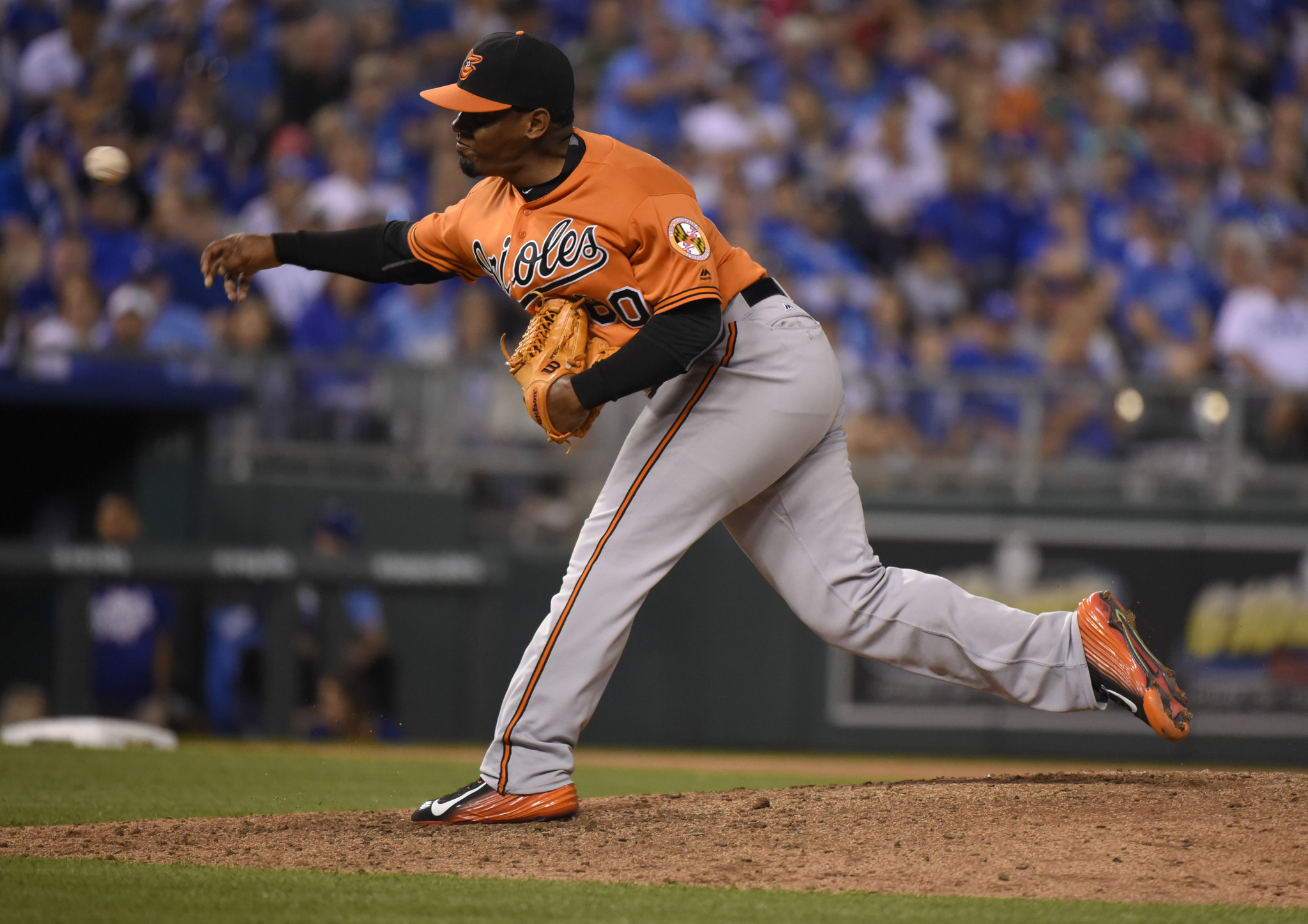 Bal-orioles-reliever-mychal-givens-comes-through-in-the-clutch-with-game-changing-escape-act-20160423