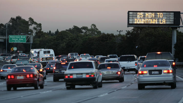 A Caltrans sign lets eastbound motorists on the Santa Monica Freeway near Robertson Boulevard know how long it will take to reach downtown Los Angeles. (Los Angeles Times)