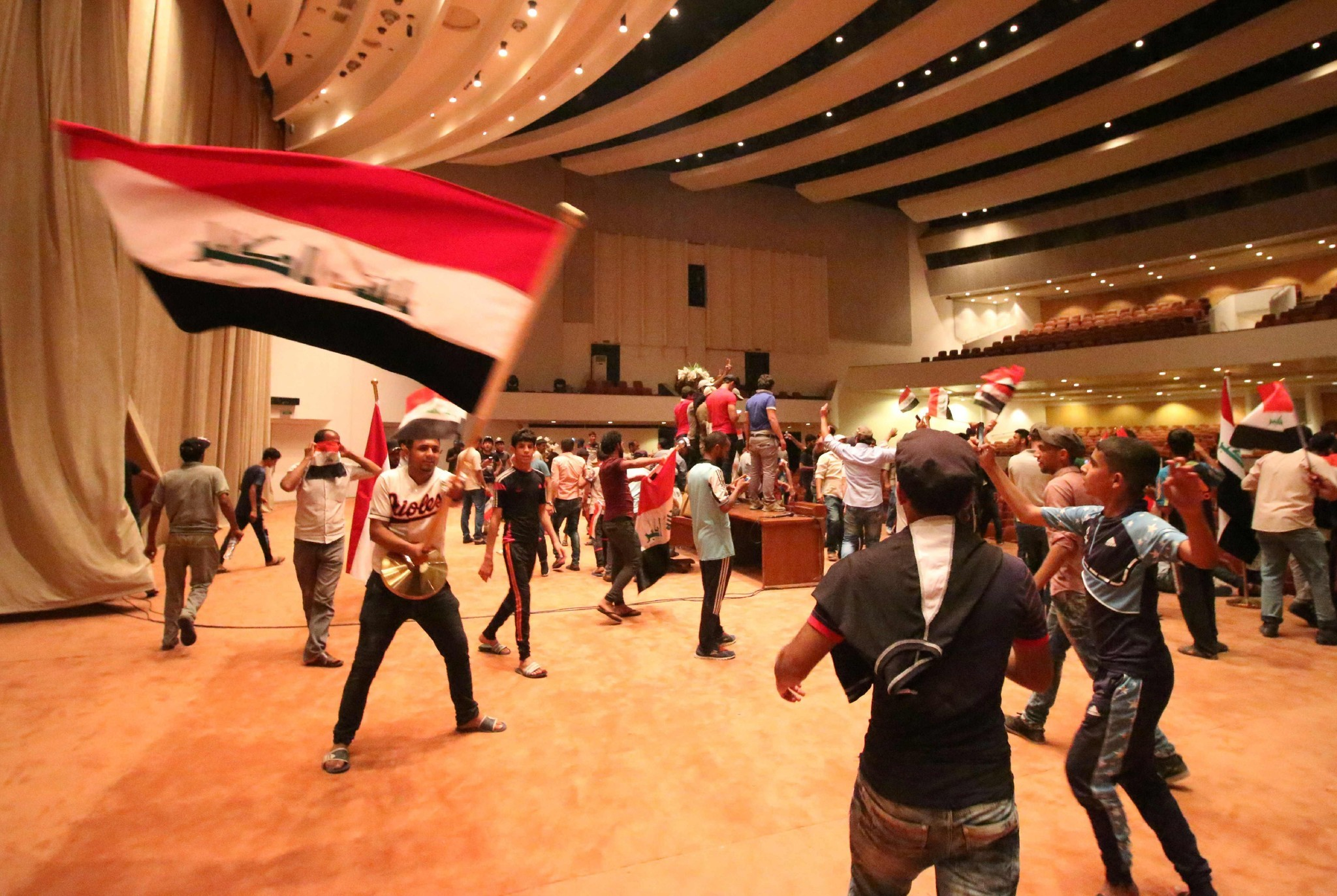 Bal-a-protestor-in-an-orioles-jersey-stormed-the-iraqi-parliament-building-20160501