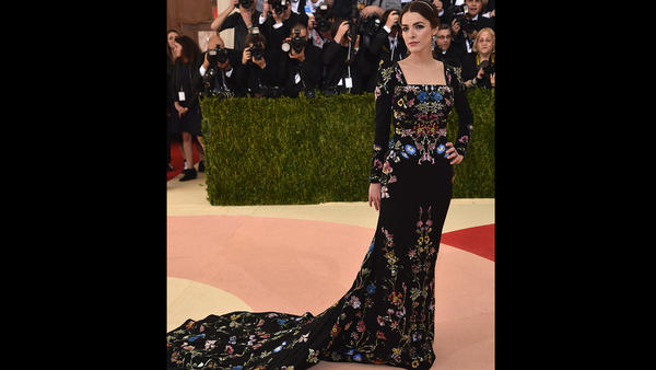 Bee Shaffer wears a floral gown to the Met Gala. (Dimitrios Kambouris / Getty Images)