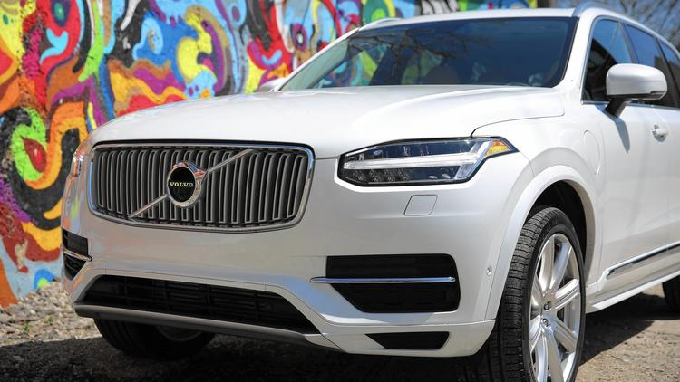 2016 Volvo XC90 T8 Inscription plug-in hybrid SUV