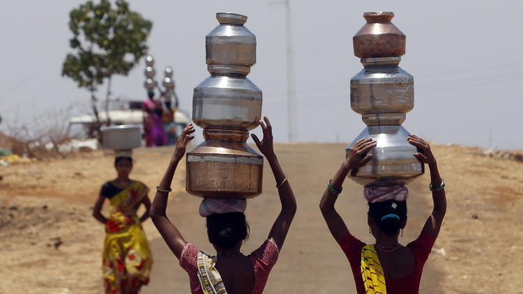 India is gripped by drought and heat