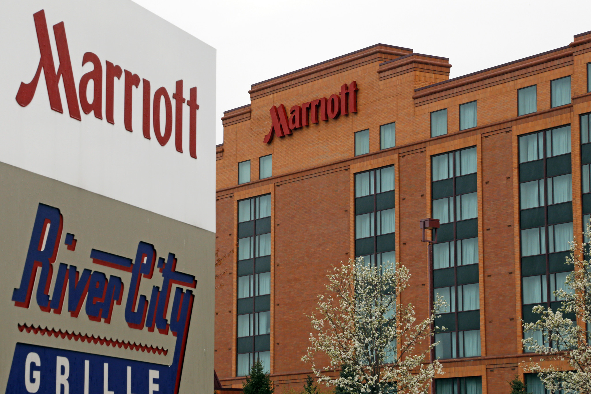 Marriott S Bid For Starwood Challenged In Suit By Hotel Owners Chicago N Y Tribune