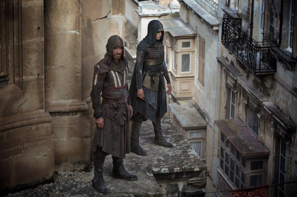 Michael Fassbender picks up 'Assassin's Creed's' history ...