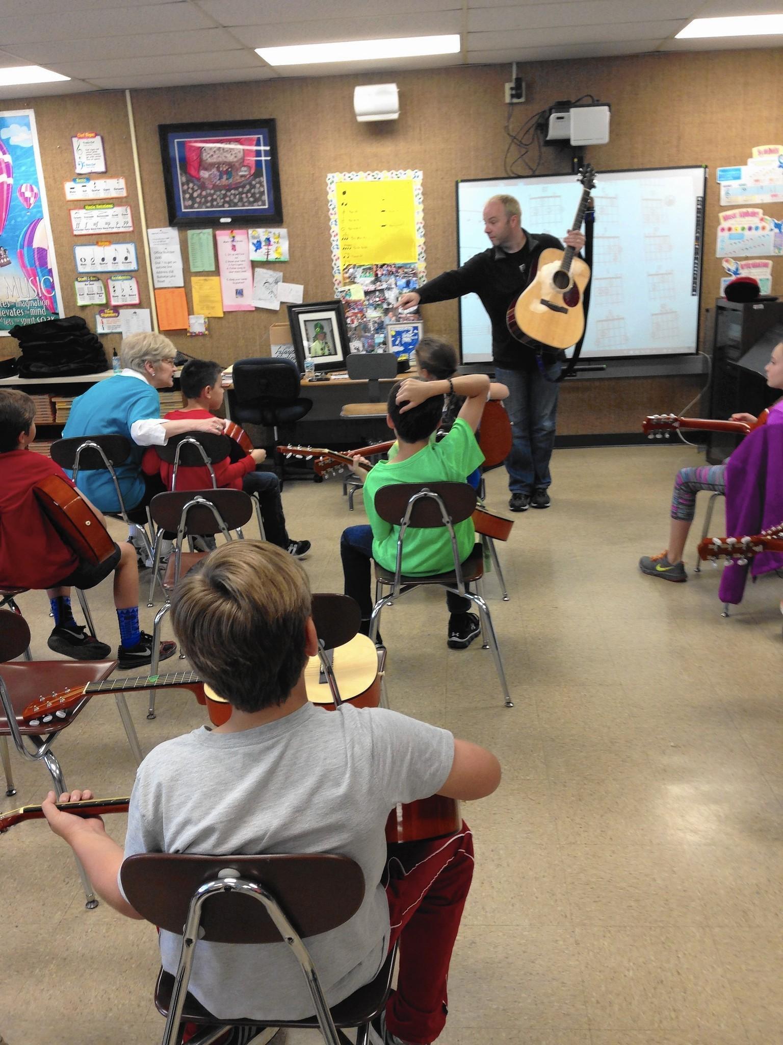 Guitar scholarship strikes chord with teacher\'s legacy - Chicago ...