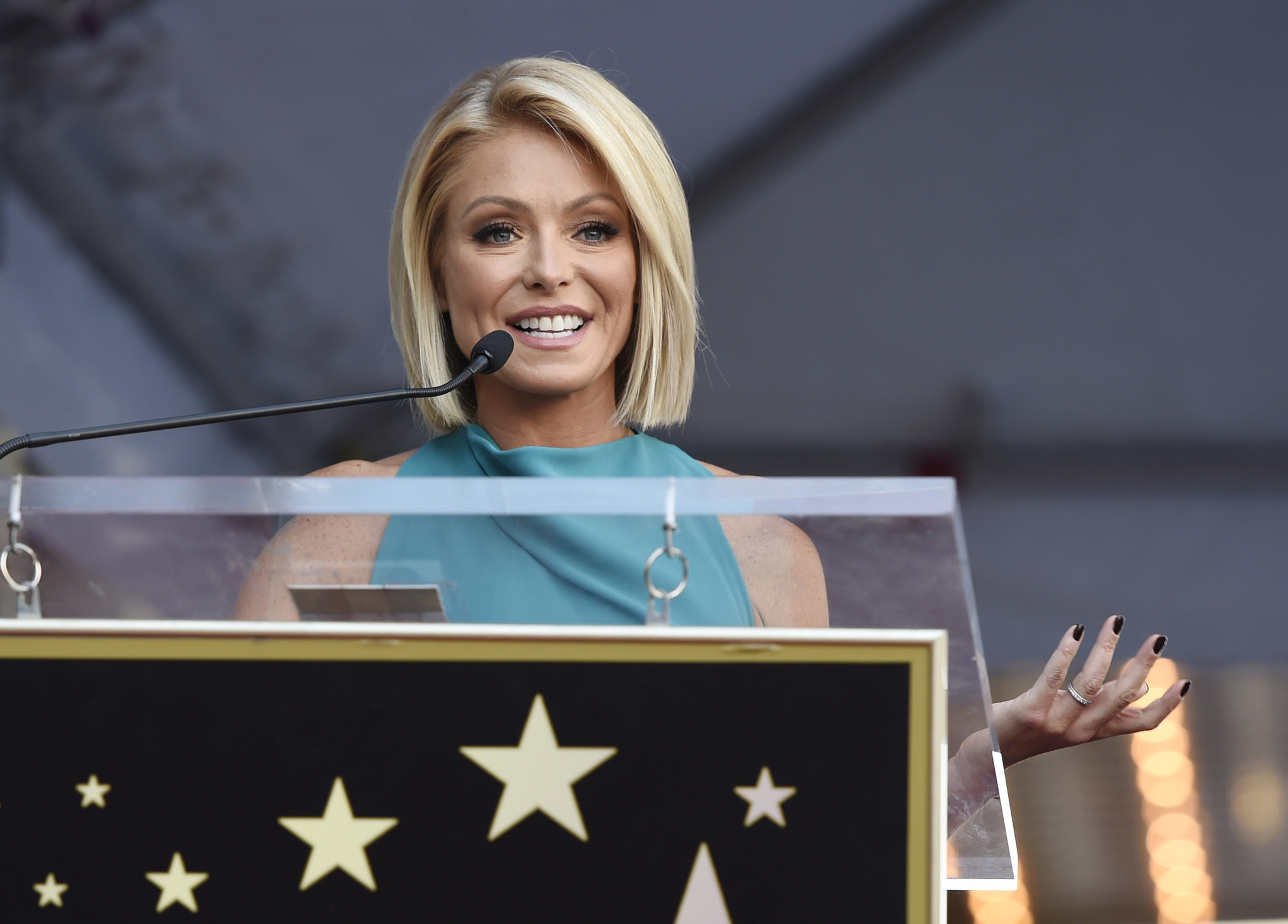 Kelly Ripa has a very clear message before Michael Strahan's last day on 'Live!' - Chicago Tribune