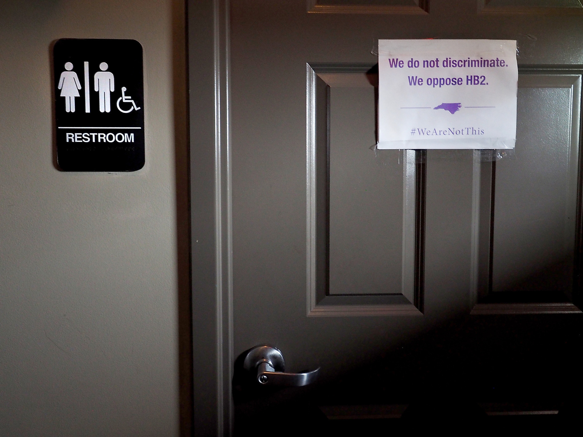 states dig in against obama directive on transgender bathroom use