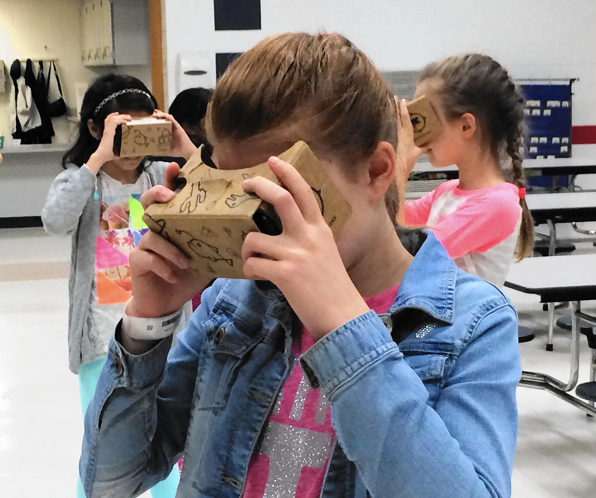 Google pilots 3-D virtual reality 'field trips' at Arlington Heights school