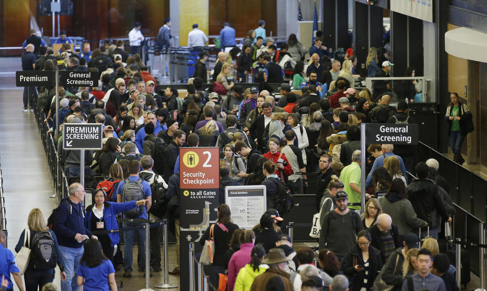 Airline trade group wants fliers to report long lines to TSA - LA Times