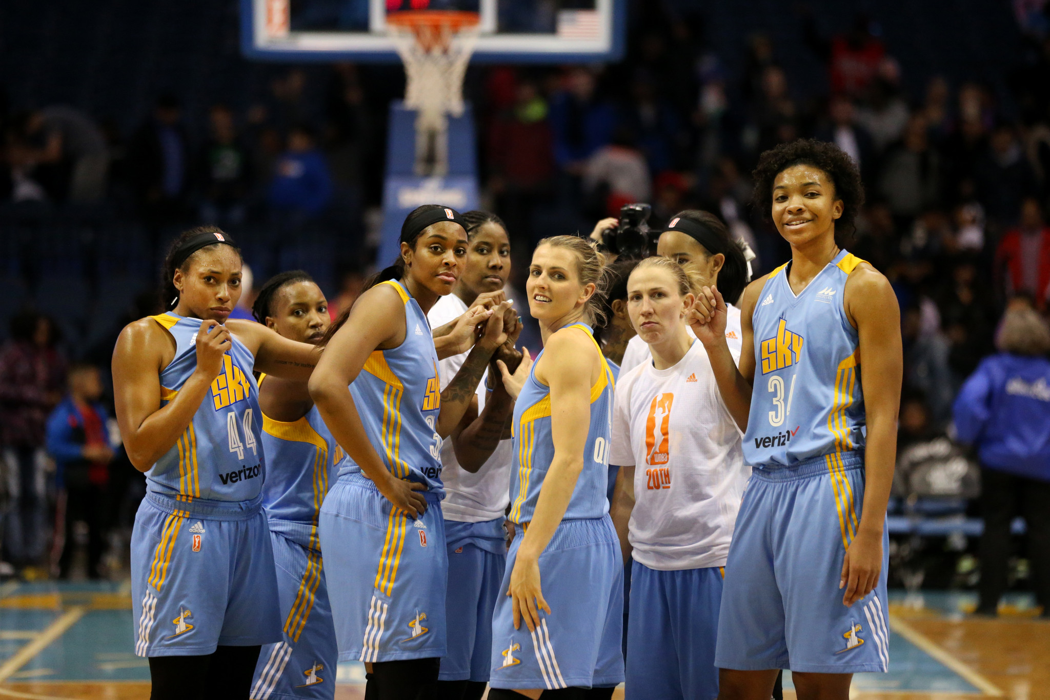 Elena Delle Donne out with illness, but Sky prevail over Sun in opener - Chicago Tribune