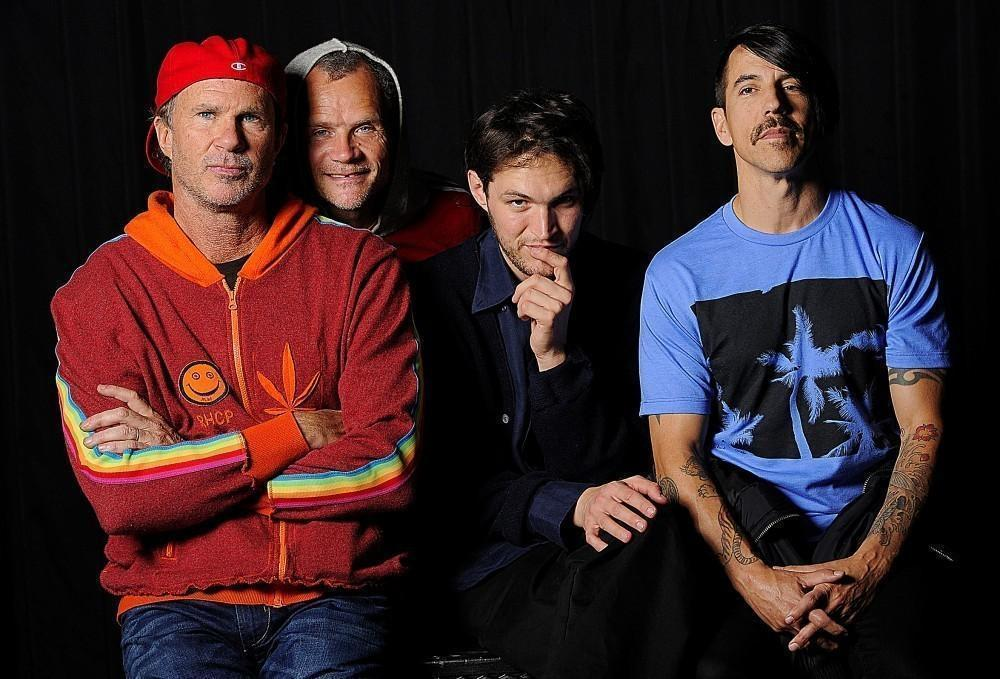 Red Hot Chili Peppers cancel O.C. performance after lead singer Anthony Kiedis is taken to hospital - LA Times