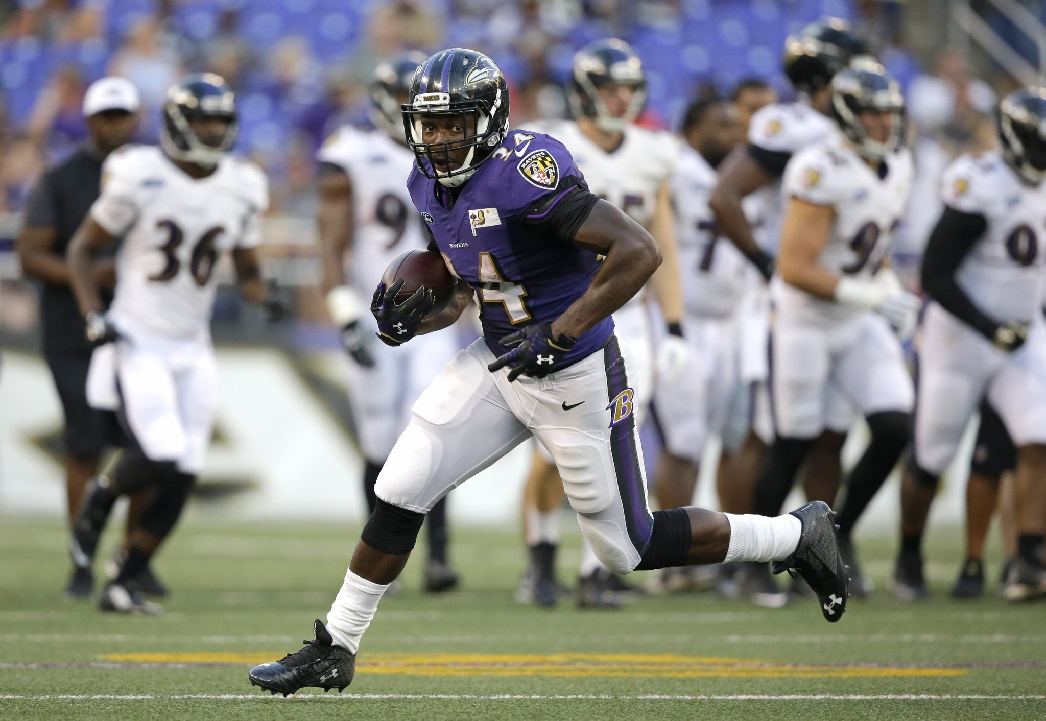 Bal-slew-of-moves-leave-some-ravens-holdovers-in-roster-or-role-crunch-20160516