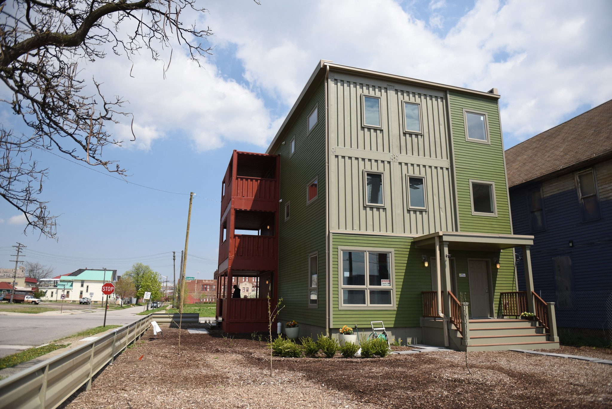 Detroit 39 s container homes chicago tribune - Shipping container homes chicago ...