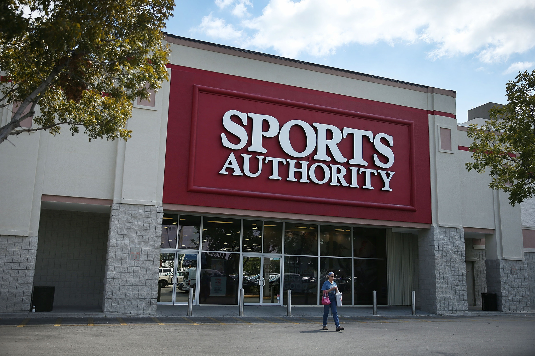 sports authority to close all its stores chicago tribune