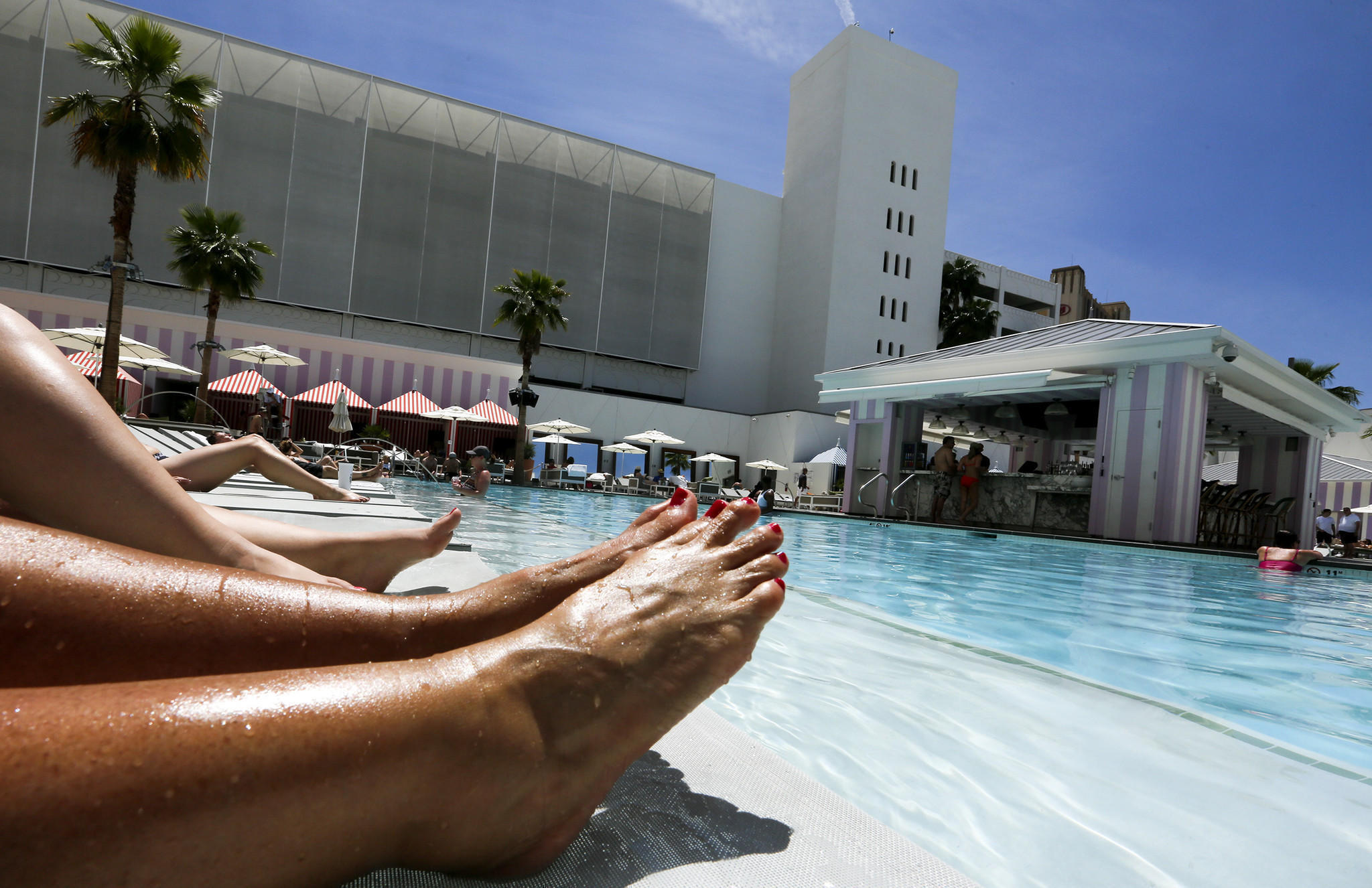 Summer pool season opens in las vegas 11 resorts that for Pool trade show las vegas
