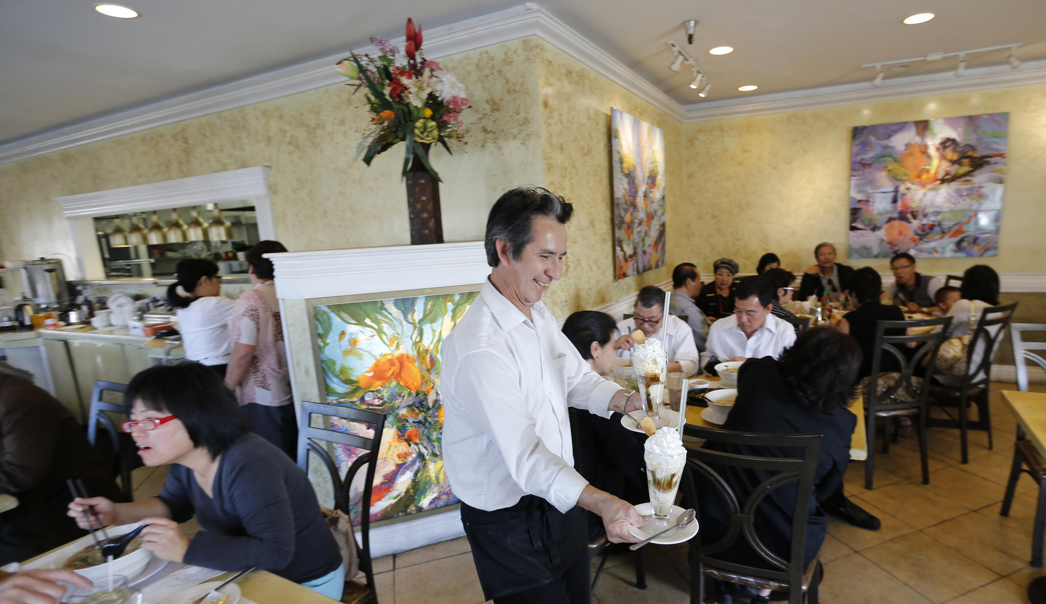 In Little Saigon, some Latinos are learning Vietnamese to get ahead