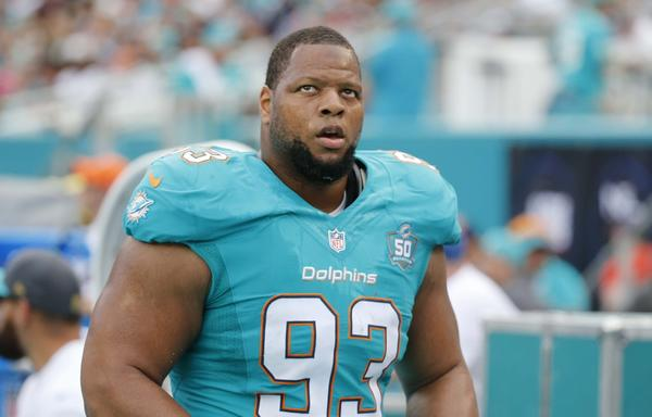 Ndamukong Suh shows up for first week of Dolphins' OTA field work