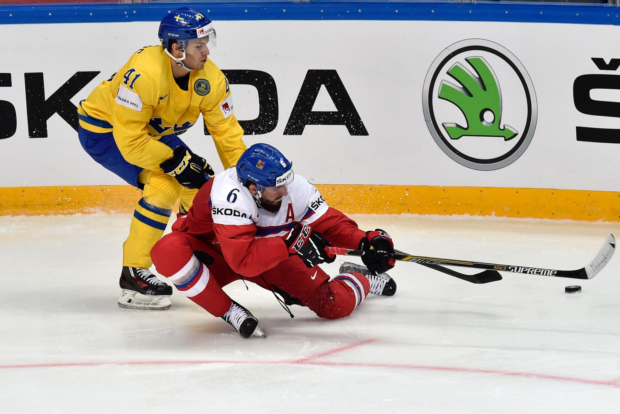 Ct-blackhawks-sign-johansson-kempny-lundberg-20160524
