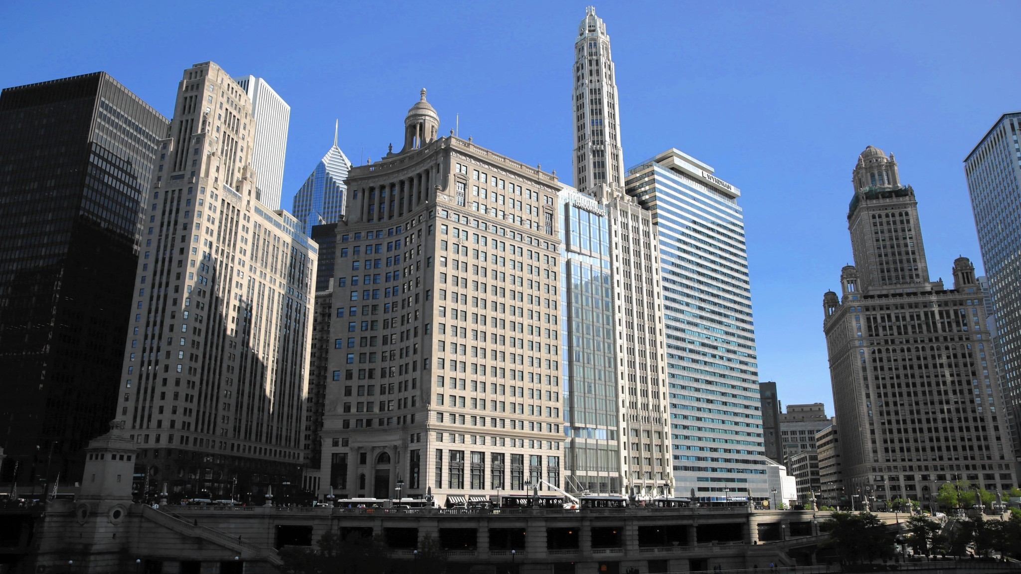 Michigan Avenue classic comes back to life with a 21st century twist    Chicago Tribune. Michigan Avenue classic comes back to life with a 21st century