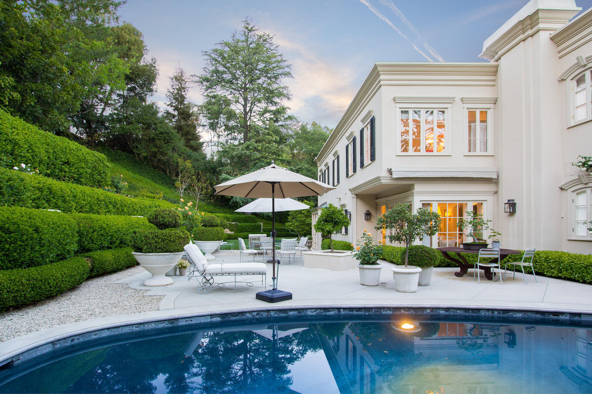 What to know about the real estate market in beverly hills for Beverly house for sale