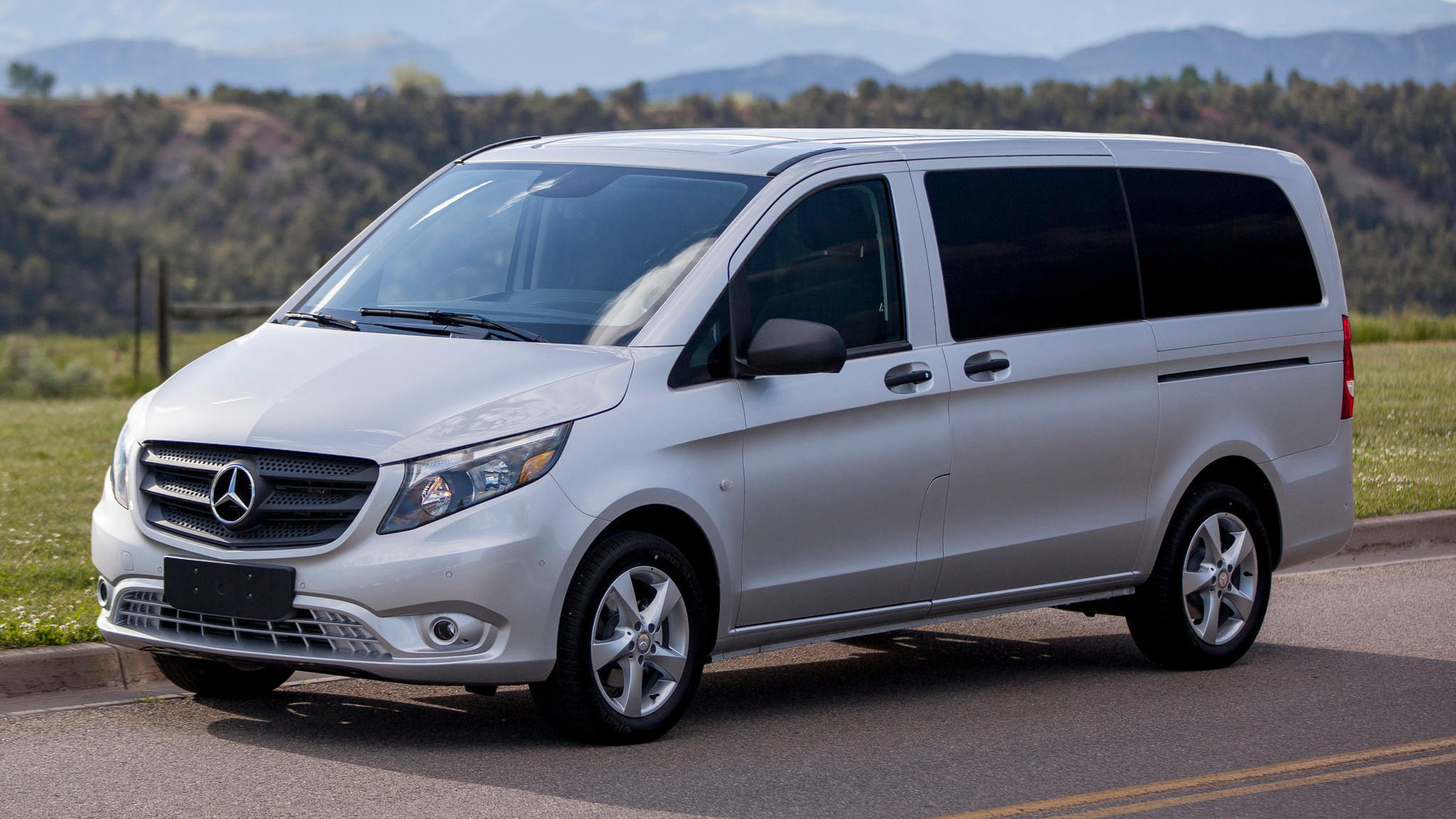 mercedes benz metris the most affordable mercedes on the road la times. Black Bedroom Furniture Sets. Home Design Ideas