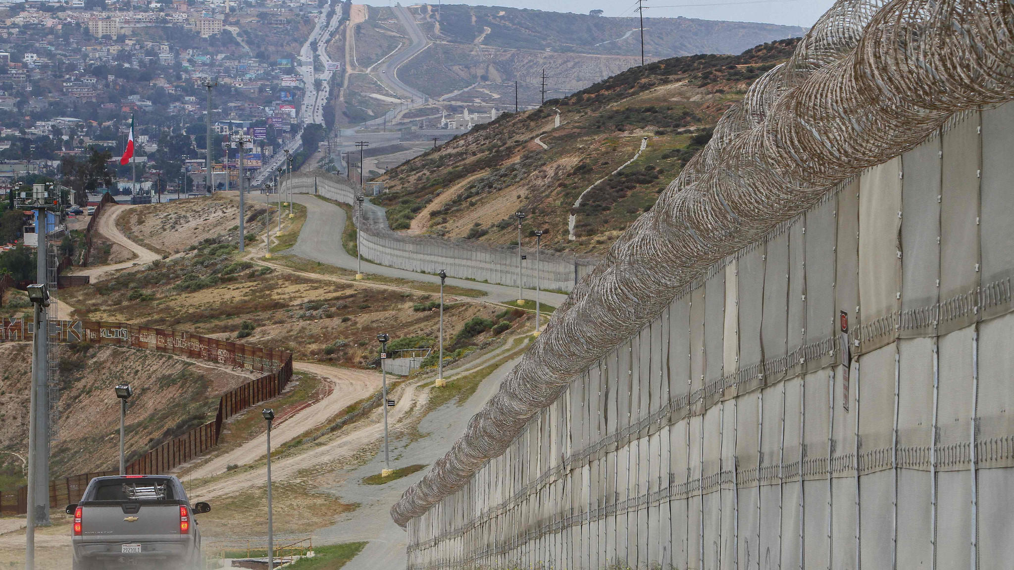 usa mexico border wall Building a wall on the us-mexico border will take literally years  trump  described his proposed wall between the us and mexico at a.