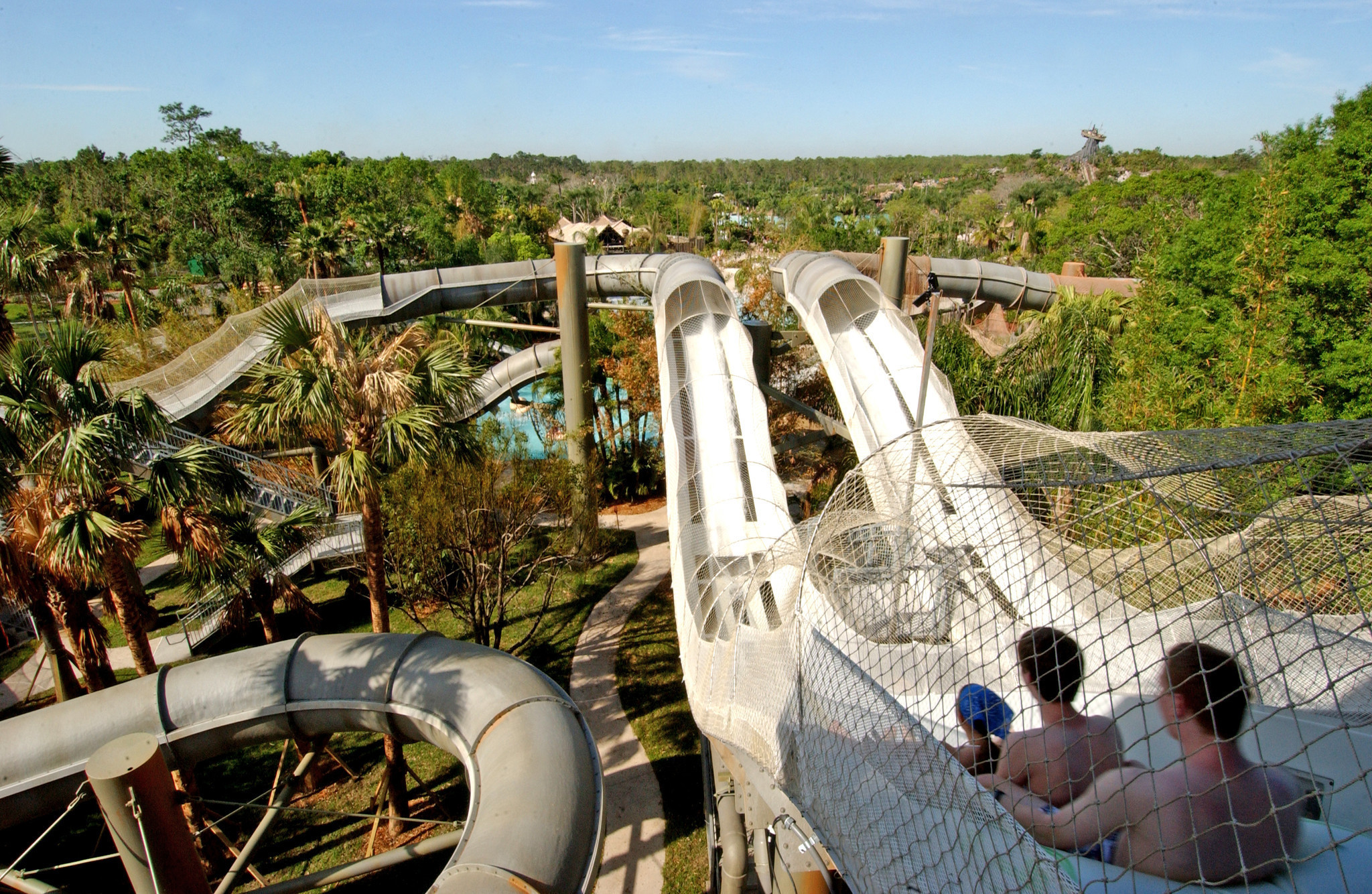 lagoon vs disneyland Disney's typhoon lagoon hours  10:00 am to 5:00 pm disney's blizzard beach hours  discover frosty fun for the whole family at disney's blizzard beach water .