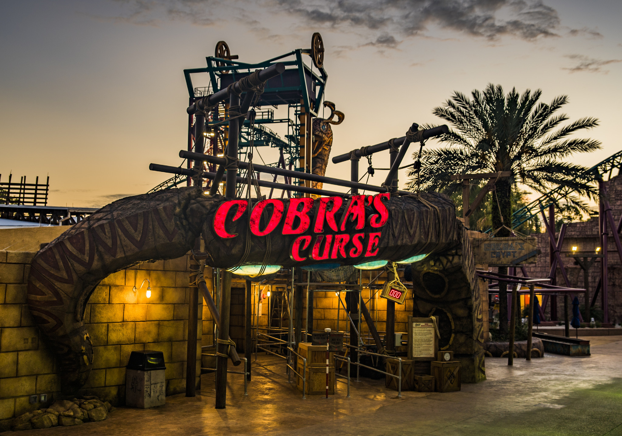 Busch gardens cobra 39 s curse to open june 17 orlando sentinel for Best day go busch gardens tampa