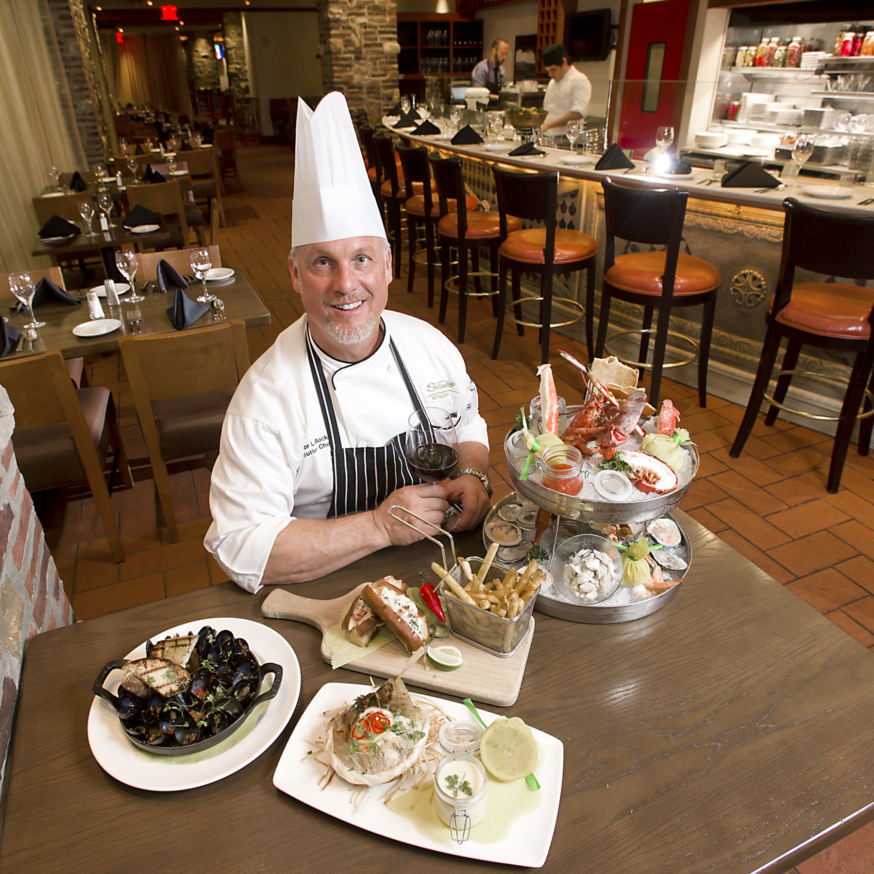 Review emeril 39 s fish house is a fresh catch at sands for Emerils fish house