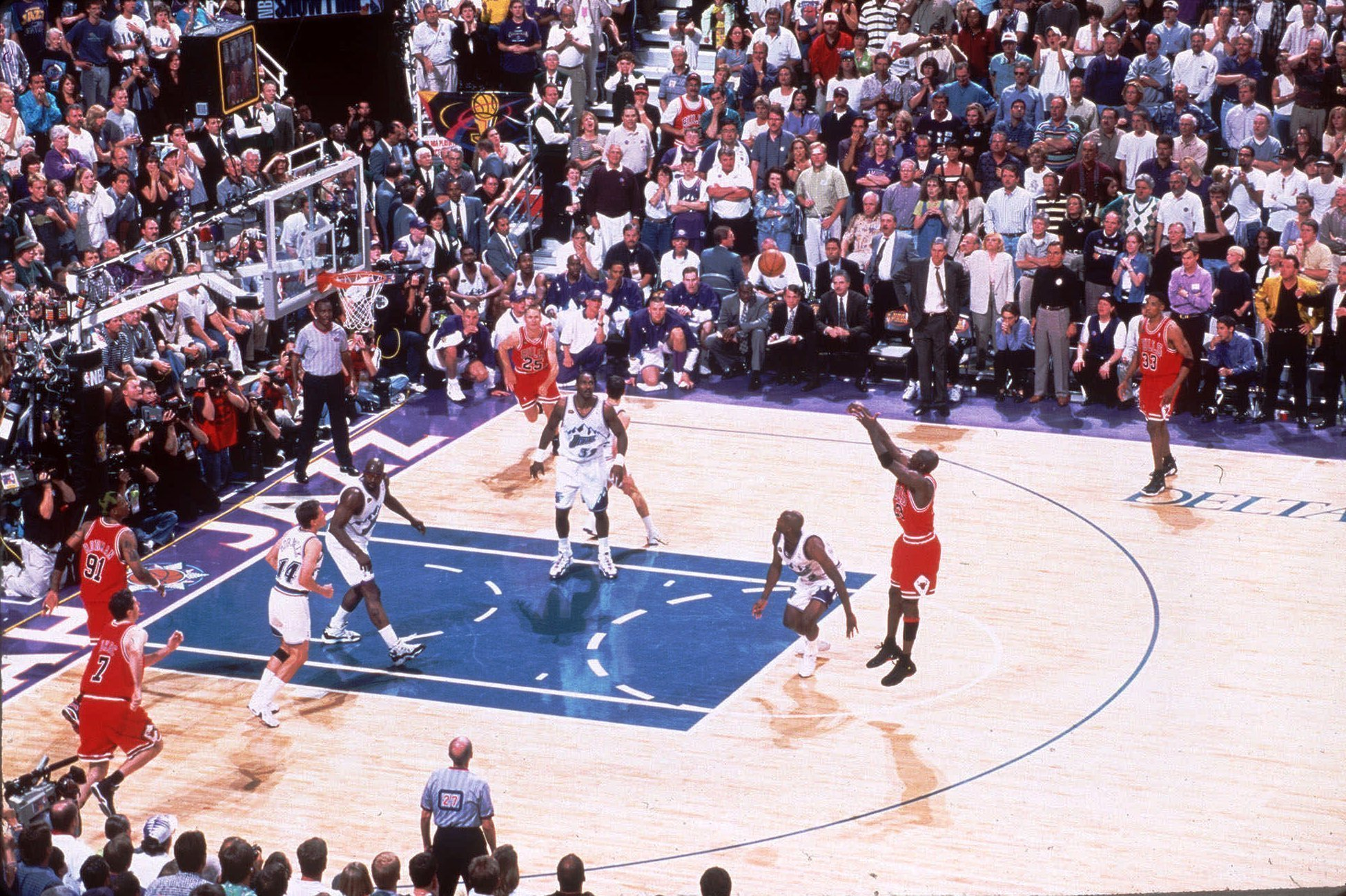 June 14, 1998: Bulls beat Jazz for double triple victory - Chicago Tribune
