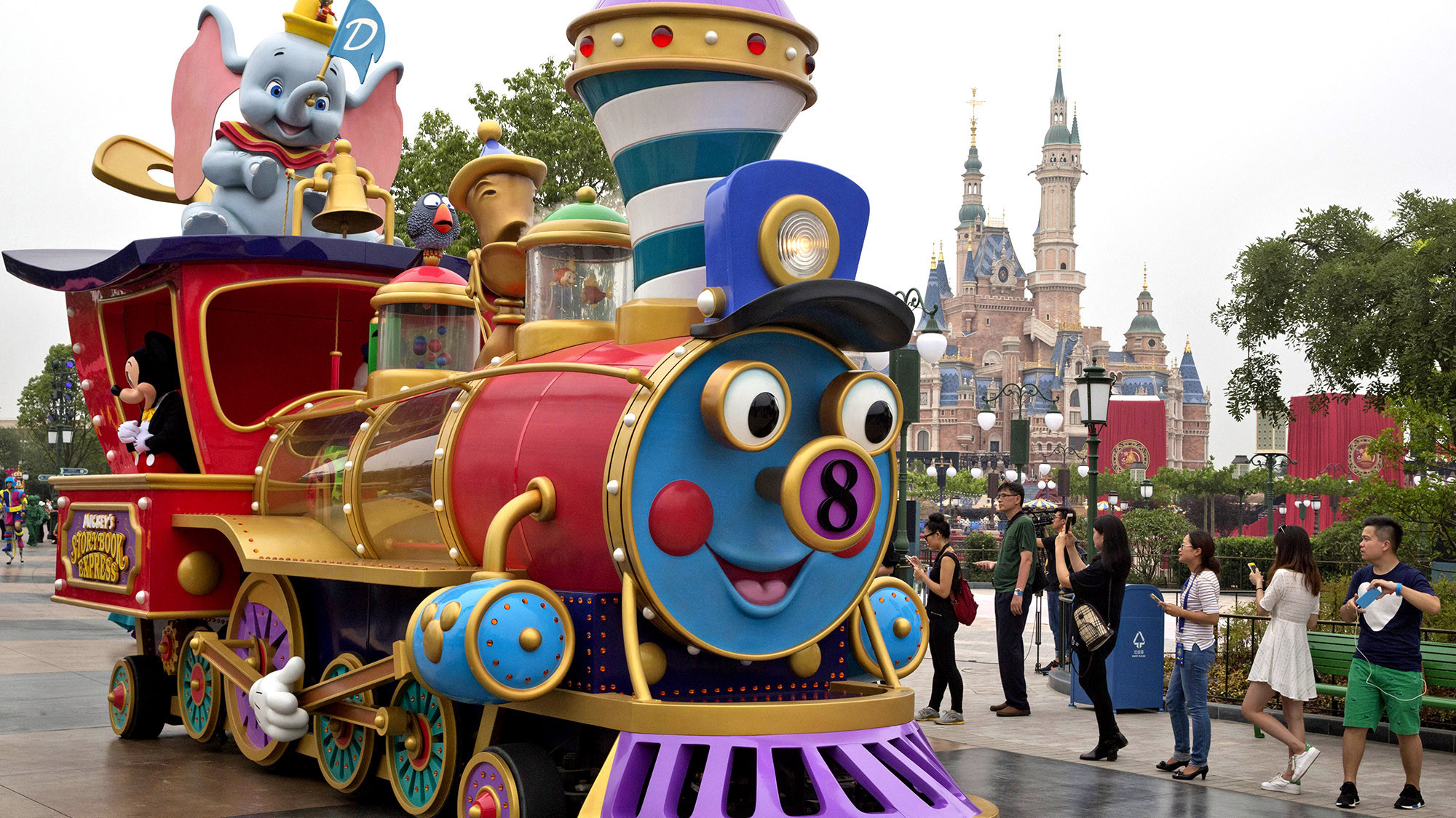 Resultado de imagem para Disney de Shanghai