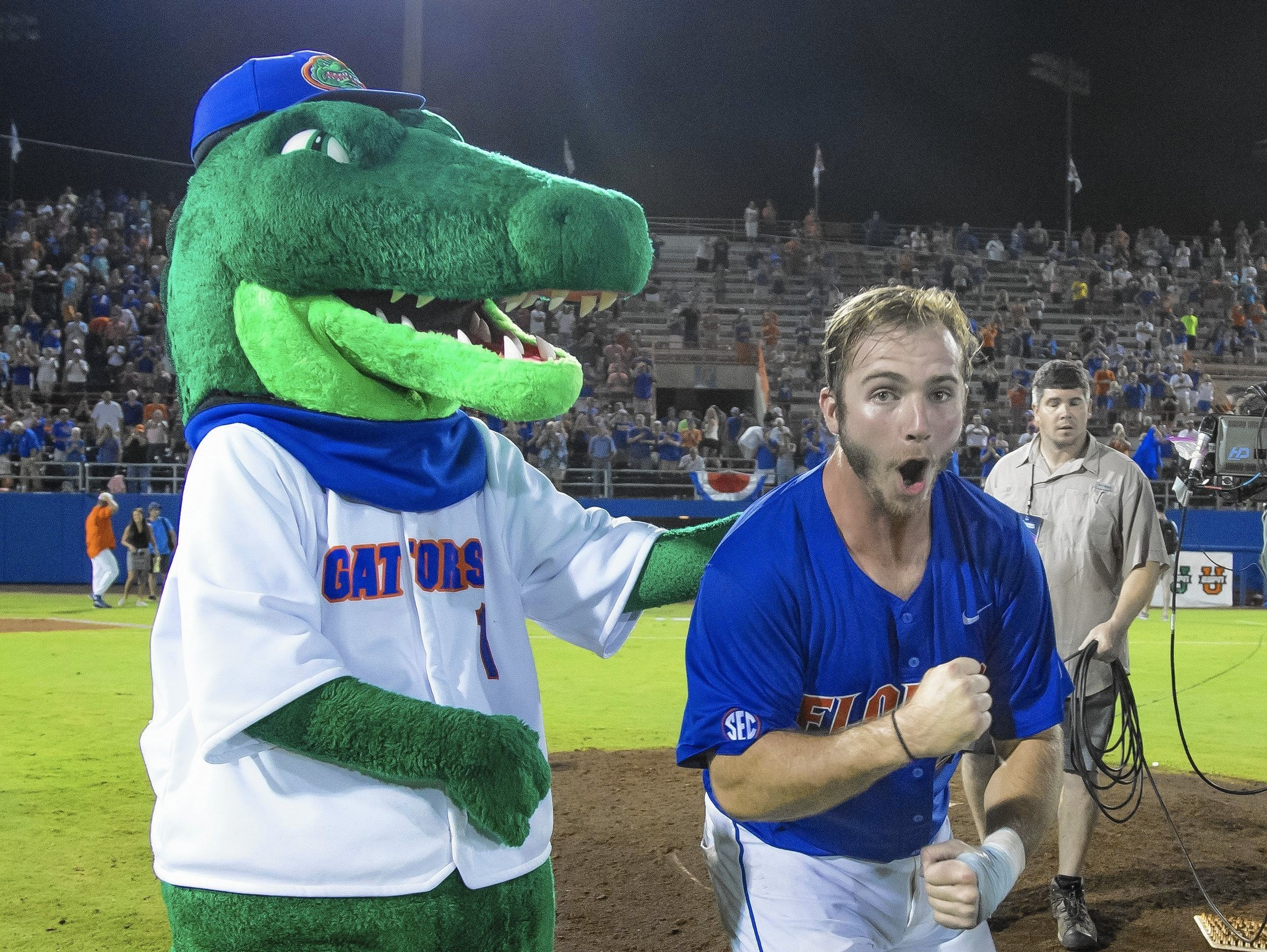 Os-gators-cws-college-baseball-0616-20160615