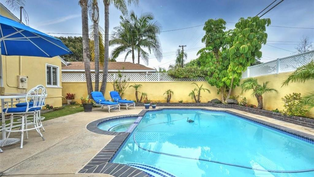 Dip Into These L A Area Homes With Swimming Pools For About 700 000 Los Angeles Times