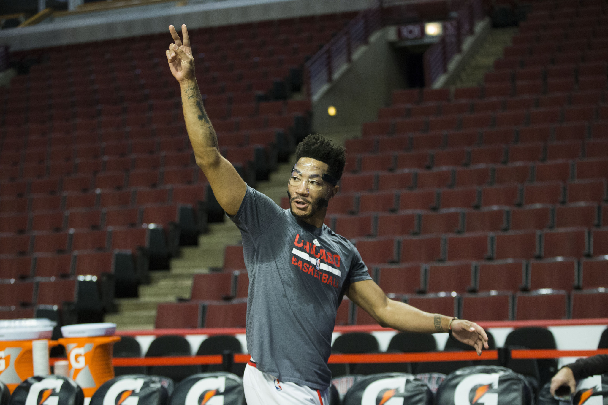 derrick rose adidas contract brother