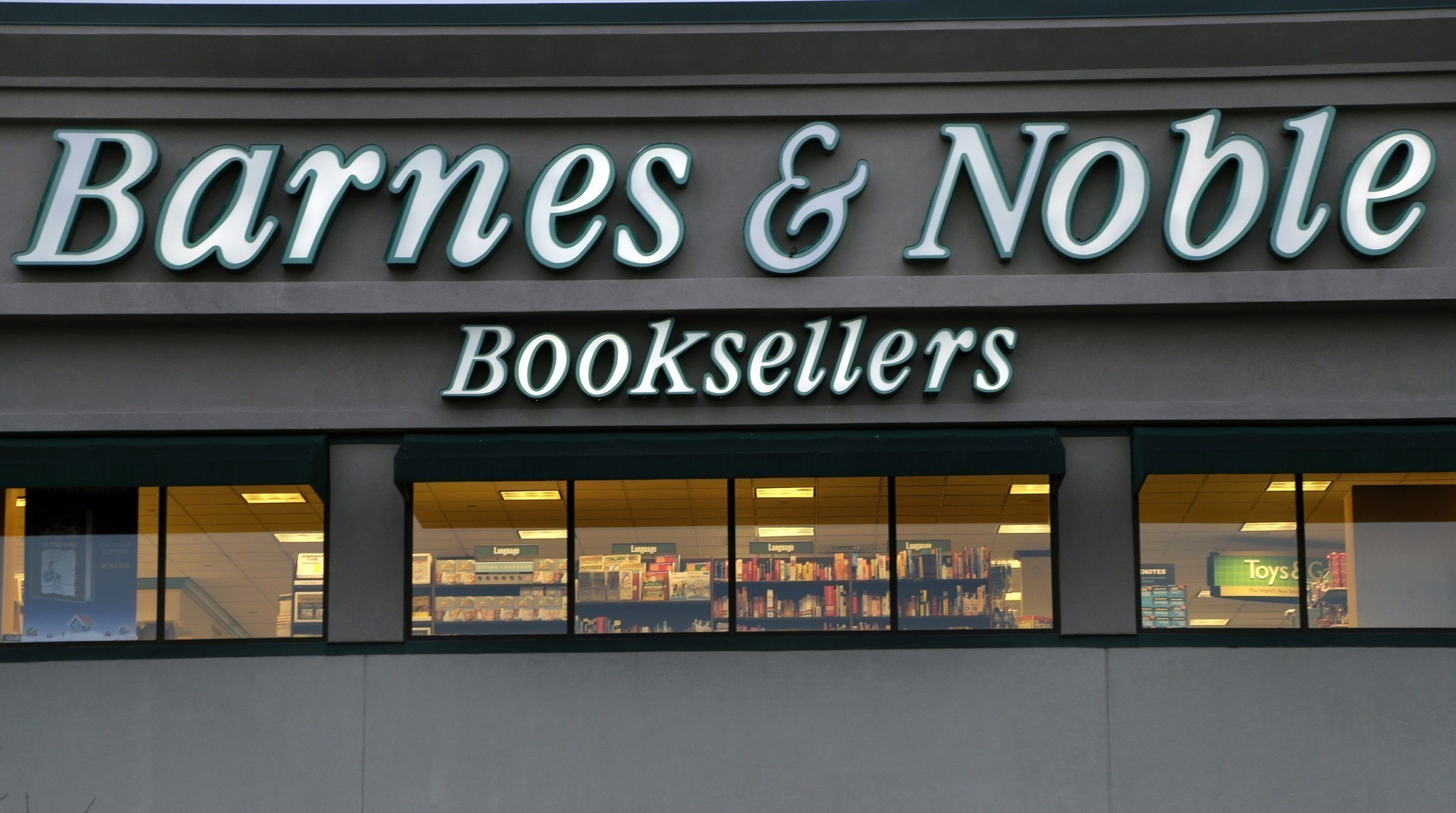 Barnes & Noble to open four concept stores selling beer and wine