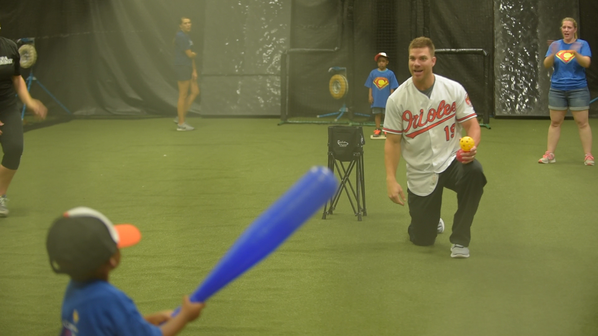 Bal-chris-davis-plays-whiffle-ball-with-kids-from-casey-cares-20160624