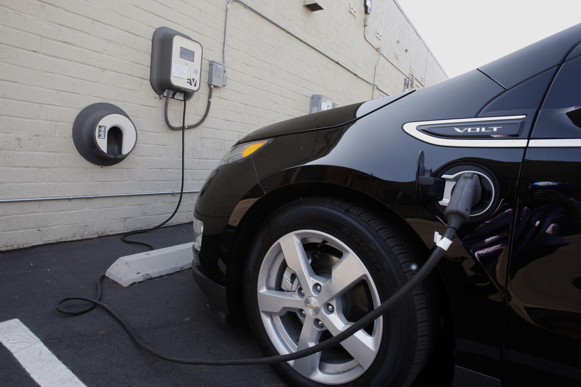 California lawmakers unplug the state s electric car program la times
