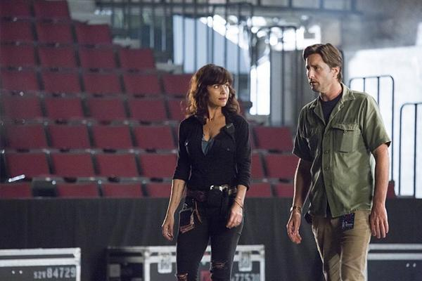 Showtime's 'Roadies' piles on the pain, but where's the passion for rock 'n' roll?